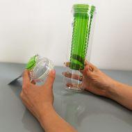 Butelka z pojemnikiem na owoce/lód 0,8 l Sagaform Fresh zielona