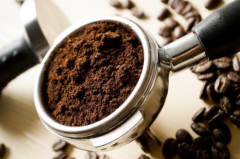 Świeżo zmielona kawa - The Barista Express