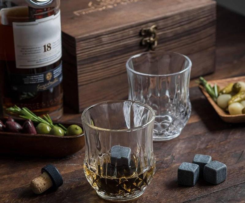 Ekskluzywne szklanki do whisky z kamieniami chłodzącymi