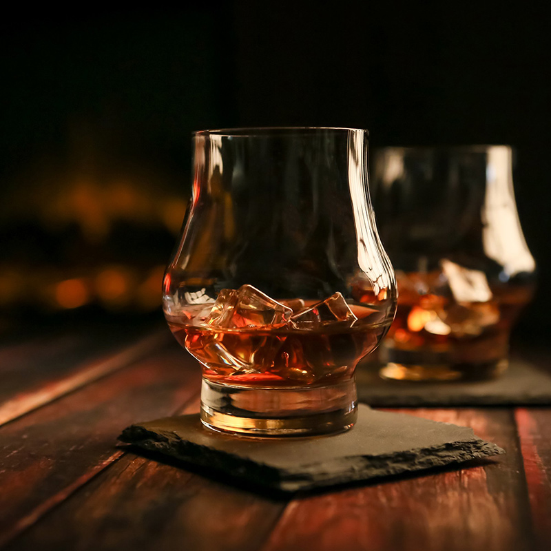 Ładna szklanka do whisky