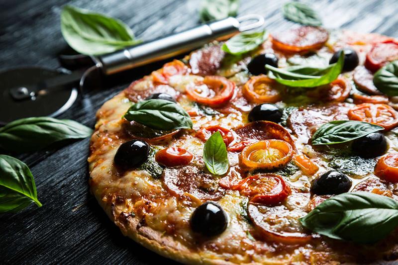domowa włoska pizza
