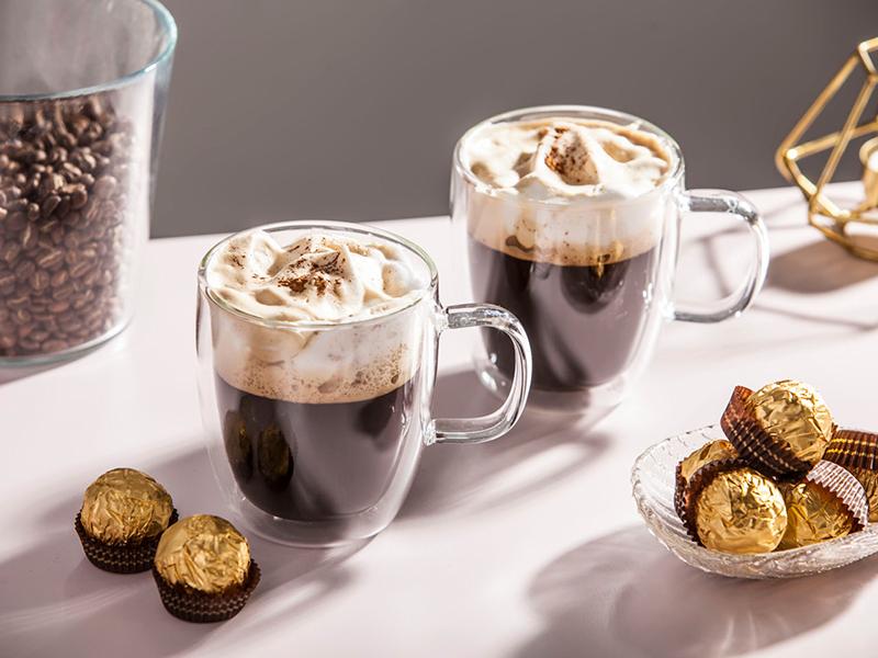 Szklanki termiczne na gorącą czekoladę