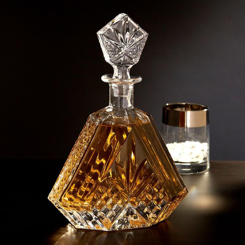 Elegancka karafka na whisky