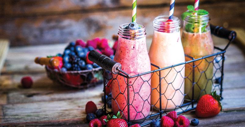 koktajle owocowo-warzywne w butelkach