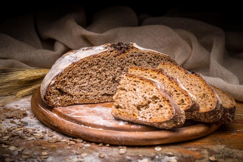 Smaczny chleb z wypiekacza do chleba