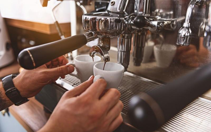ekspres ciśnieniowy do parzenia kawy
