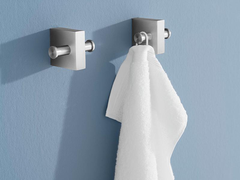 Stalowe wieszaki do łazienki