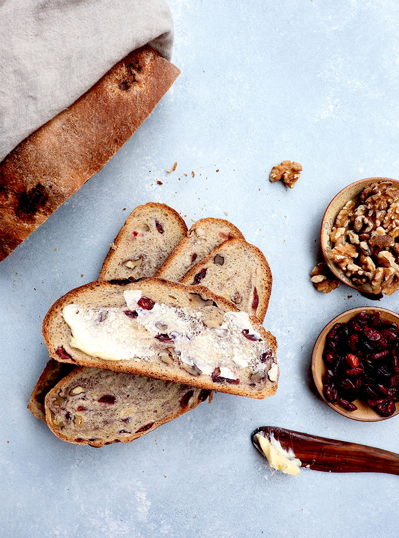 domowy chleb z orzechami włoskimi