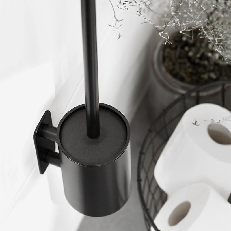 szczotka toaletowa czarna montowana do ściany