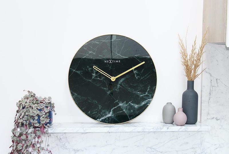 czarny zegar ścienny