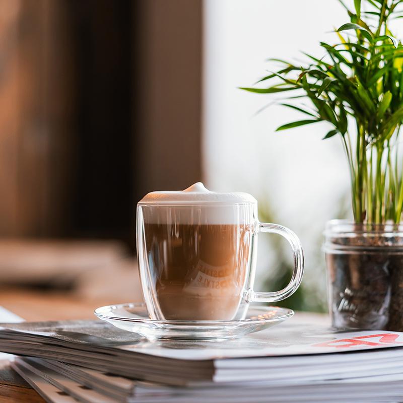 filiżanka termiczna ze spodkiem do kawy