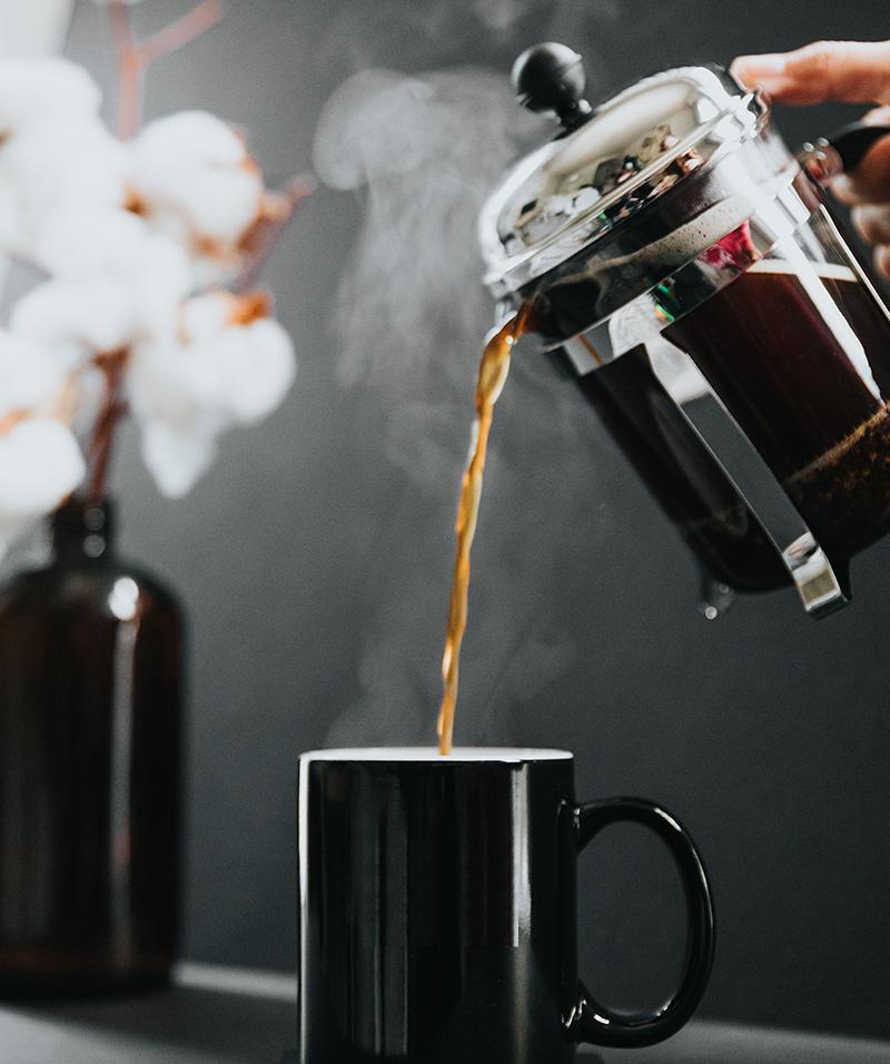 kawa zaparzona w zaparzaczu tłokowym