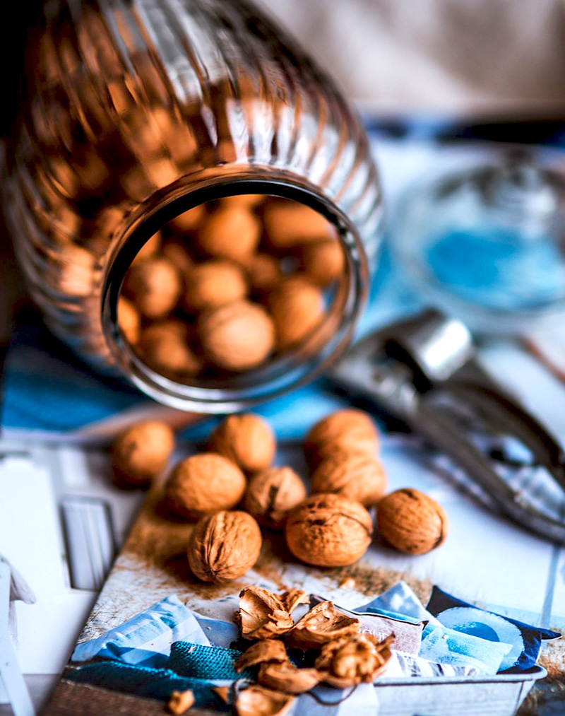 Orzechy włoskie do ciast rozłupane dziadkiem do orzechów