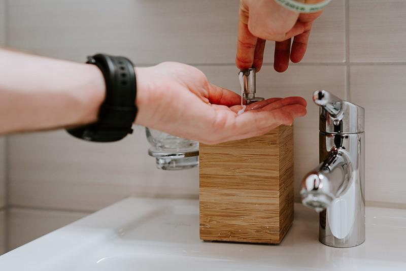 stosowanie mydła do prawidłowej higieny dłoni