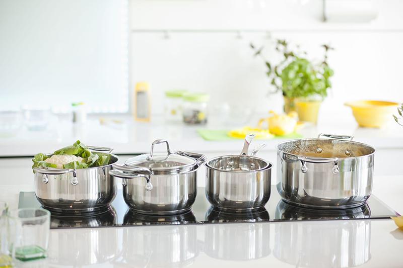 Stalowe garnki do kuchni z pokrywkami