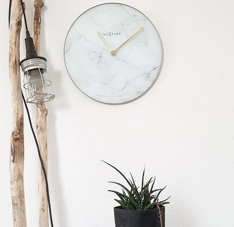 zegar ścienny z cichym mechanizmem
