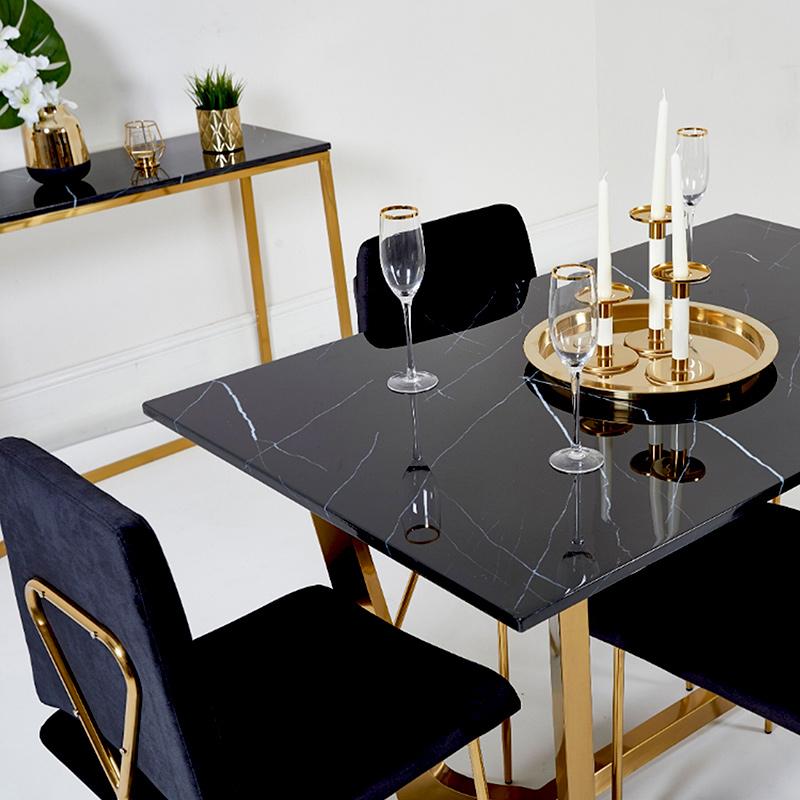 Piękne, złote akcesoria i przybory do dekoracji wnętrza